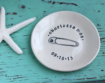 Personalized Baby Dish, Baby's Birth Celebration Dish, Baby's Name and Birthdate On Custom Ceramic Dish, Birthday Dish for Baby