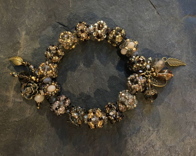 Handgemachtes  Perlen Armband aus Toho Perlen. Weitere Farben zur Auswahl. Mit Hamsa Hand der Fatima Anhänger.