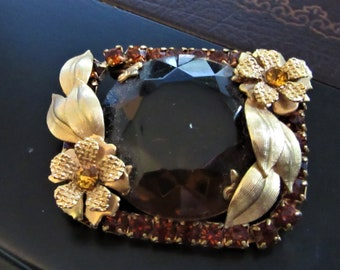 M-179 Beautiful antique Victorian large faceted glass topaz ornate brooch/pin; 1.5 by 1.75 in