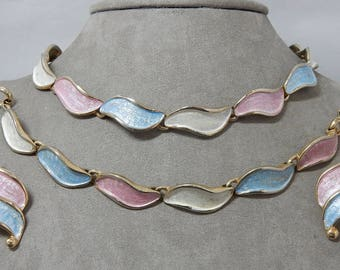 Vintage Pastel HOBÉ Signed Enameled Leaf Parure Choker Necklace, Bracelet & Clip Earrings    OEX22