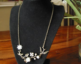 Beautiful Vintage Chain Necklace With Birds And Roses