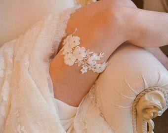 Ivory bridal garter, lace wedding garter, floral garter, 3D flowers, bridal shower gift