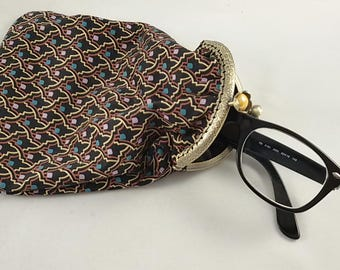 Sewn glasses case, vintage style coin pouch with metal closure, with geometrical pattern