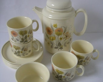 J & G Meakin Four Cups, Saucers, Sugar Bowl and Tea Pot, Hedgerow Trend Pattern