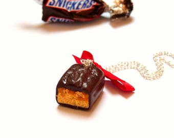 Necklace gourmet caramel chocolate bar