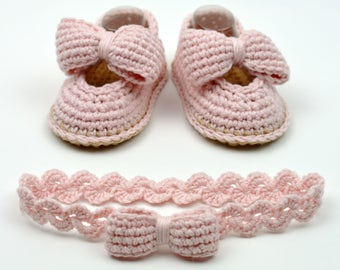 CROCHET PATTERN Baby Shoes pdf Matching Headband Baby Bow Shoes Baby Booties 3 Sizes Easy Photo Tutorial Digital File Instant Download