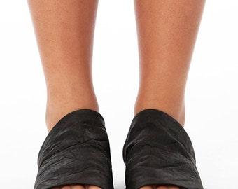 Black Crinkle Leather Slides