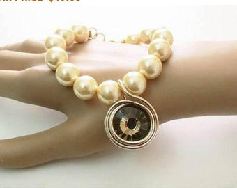 Gold Pearl Pendant Necklace, Gold Pearl Necklace Wedding, Pearl Bridal, Glass Pearl Bracelet, Vintage Style Bracelet, Mother Dauther Gigt,