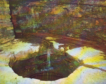 Vintage Abraham Lincoln's Sinking Spring at Lincoln's Birthplace Near Hodgenville, KY,  Unused Postcard