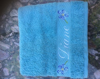Cotton towel embroidered with the pattern and the name of your choice