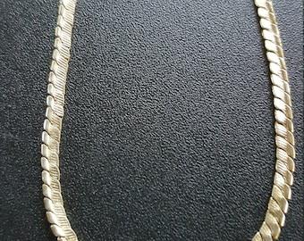 7 1/4 inch gold toned bracelet by Avon