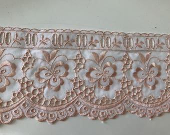 Embroidery lace anglaise 9.5 cm wide peach color