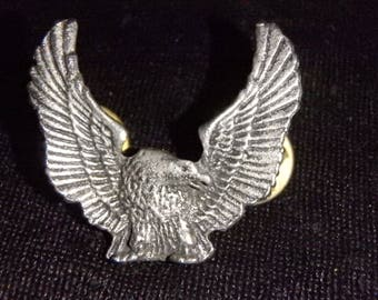Harley Davidson  EAGLE biker vest pin hat