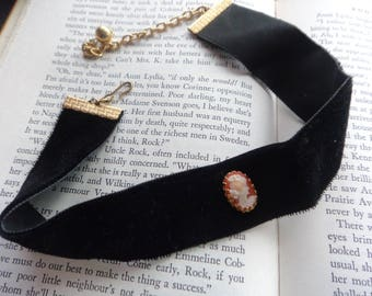 Vintage Cameo Choker - Black Velvet Gold Clasp Choker Necklace - Cameo Vintage Jewelry - 15 Inch Velvet Choker