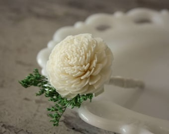 Sola flower boutonniere, ivory boutonniere, sola wood flower, grooms lapel flower, boutineer, natural wedding flowers, pin on ecoflower