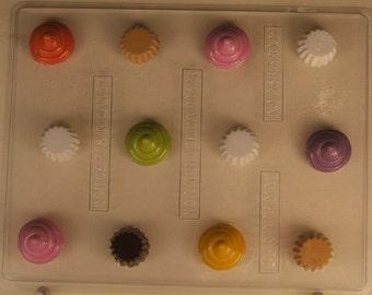 Small cute 2 part cupcake AO236