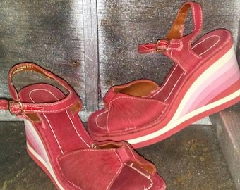 Vintage 70s 80s Retro Red Canvas Ankle Strap Wedge Sandal With Rainbow Striped Foam Heel Sz 6.5 / Vtg 1970s 1980s Flip Flop Wedge