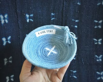 mini indigo dyed rope bowl // 100% cotton naturally dyed with plant dye // eco friendly zero waste ring dish