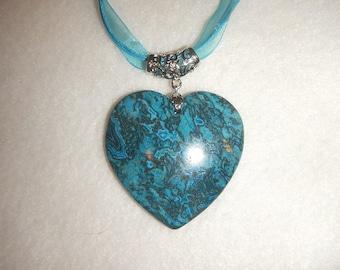 Heart-shaped Turquoise Blue & Black Jasper pendant necklace (JO385)