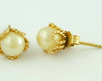 Stunning Vintage Pair of 5mm Cultured Pearl 14Kt Gold Stud Flower Form Earrings