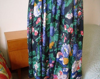 Wide skirt women skirt with flowers, Hippie, Boho, Vintage 1960's, size M/40/42, flowing skirt.