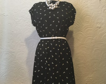 Vintage Black and White Printed Dress with Scallop Edging