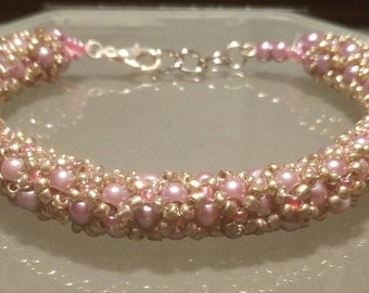 Pink pearl netted bracelet