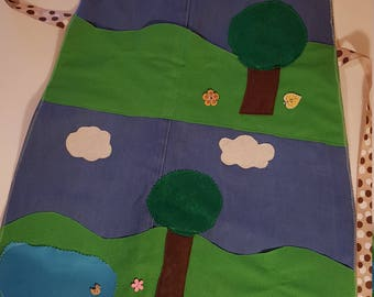 The story telling apron,The apron surface holds and displays characters as you tell the story,Three little pigs story
