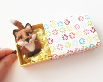 Needle Felted Fox Magnet, Wool Felt Fox Ornament, Forest Friends, Cute Woodland Critter, Fox in Matchbox, Fox Collectible Gift, Animal Lover