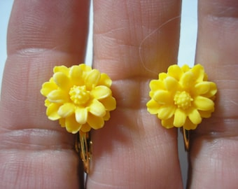 "Play Earring - Clip - Daisy - Yellow - 3/8"""
