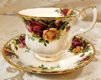 Old Country Roses Cup & Saucer Set Royal Albert England 1962 Bone China