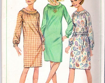 """Vintage 1966 Simplicity 6621 One Piece Slim Dress with Raglan Sleeves Sewing Pattern Size 10 Bust 31"""""""
