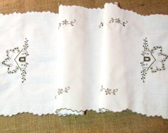 Vintage Madeira Table Runner Antique Linens Dresser Scarf Hand Embroidered Cottage Decor White Ivory Taupe Vintage Linens