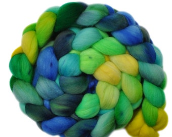 Hand dyed roving - 19μ Merino wool combed top spinning fiber - 4.3 ounces - Stand of Willows 1