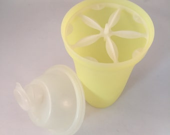 Tupperware Quick Shaker Clear with Red Lid