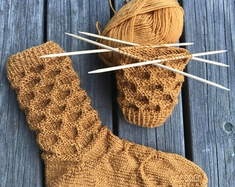 Honeycomb and Bees, knitting pattern, PDF Download