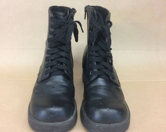 Chunky vintage black boots size 6US