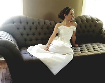 Beautiful white eyelet lace long dress. Ruffle neckline, 1960s 1970s bohemian wedding gown; summer sundress. Fits 0 xs, extra small maxi