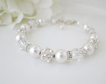 Beaded bracelet wedding, Pearl wedding bracelet, Swarovski crystal and pearl bridal bracelet, Rhinestone and pearl jewelry
