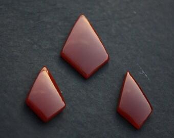 Fancy Kite in Red Onyx Cabochon Gemstone. Set of 3 Piece Red Onyx Kite, (1 x Big 31x52x6.5 MM, 2 x Small 22x38x6.5 MM) Jaipur Manufacturer