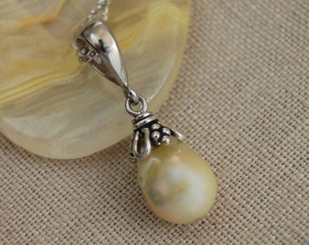 Perla - Freshwater pearl, pearl pendant, pendant necklace, pearl jewelry, wedding, anniversary, June birthday, nucleated pearl, for her