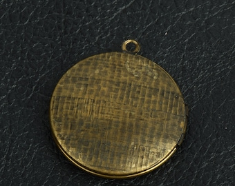 Round Locket Brass antiqued, 2 each 15279CS