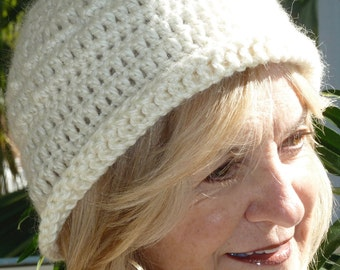 White winter hat in handcrafted crochet, unique and creative women's hat, original winter accessory, Bohemian accessories, soft winter hat