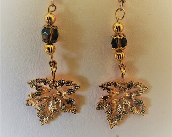 Leaf  Pierced Earrings Gold Tone