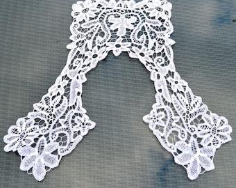 Antique Fine White Lace Collar - Bobbin lace - Large - Squared back and sides. Bridal Dress Accessory. Women's Blouse Trim. Vintage Fashion