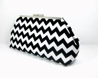 Black and White Chevron Zig Zag Striped Clutch Handbag with Kiss Lock Purse Frame Closure