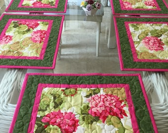 Quilted Placemats, Botanical Placemats, Floral Placemats, Geraniums Placemats, Table Linens, Sold in sets of 4, Quilted Place Mats,
