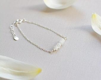 Moonstone Bracelet for women, minimal bracelet gift, rainbow moonstone gift for her, dainty gemstone bracelet, minimal gemstone jewelry