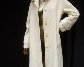 NEIMAN MARCUS Luxurious Ivory Color Cashmere Coat c 1970s