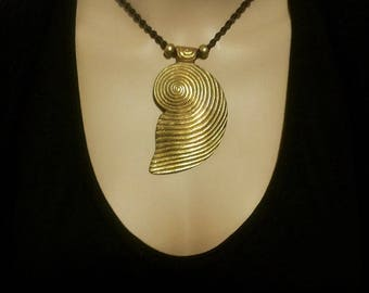 Brown macrame necklace, shell PENDANT BRONZE